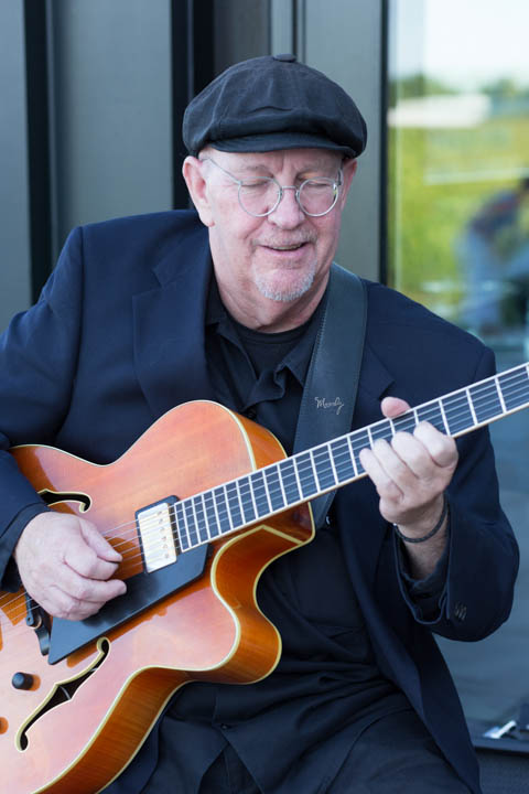 Stratus Vineyards TD VIP cocktail - Saturday, July 25, 2015 - Warren Stirtzinger (Guitar)